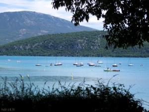 Voiliers sur le lac de Sainte-Croix