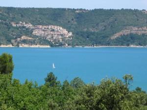 Lac et village de Bauduen